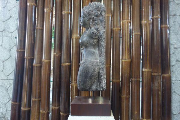 Dewi Shiva Buddha Skulptur Echtholz Sockel