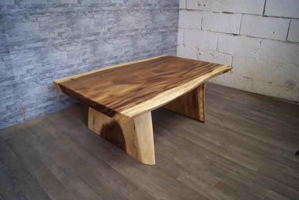 Couchtisch aus Akazie Holz Baumkante